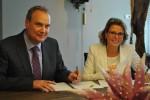 2013-07-08 PERSBERICHT Ondertekening design- en buildcontract Robijnekam    (Large)